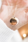Collier médaille ronde personnalisée plaqué or