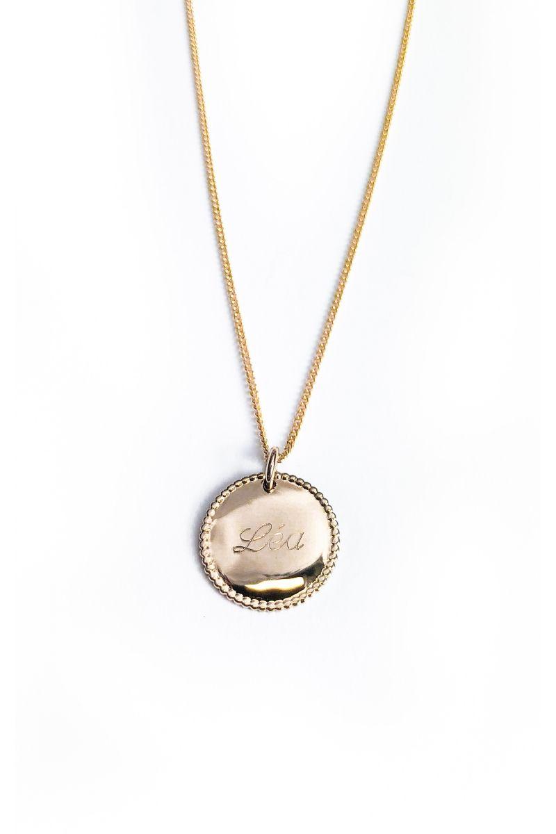 Collier médaille ronde perlée personnalisée plaqué or