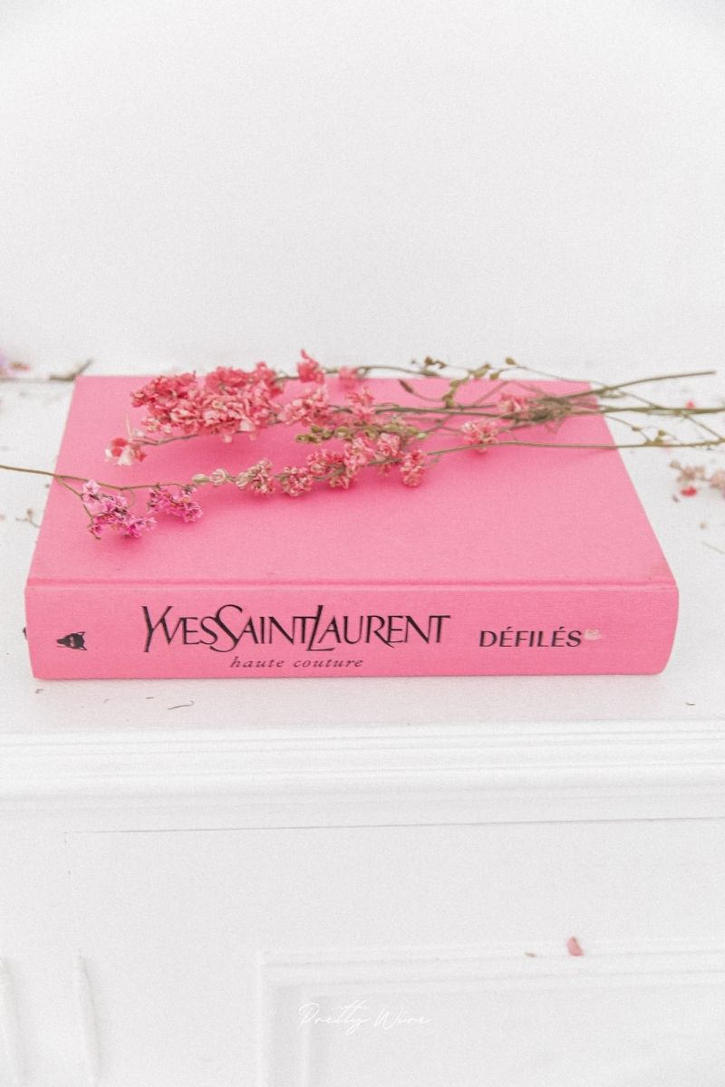 Livre YVES SAINT LAURENT Catwalk