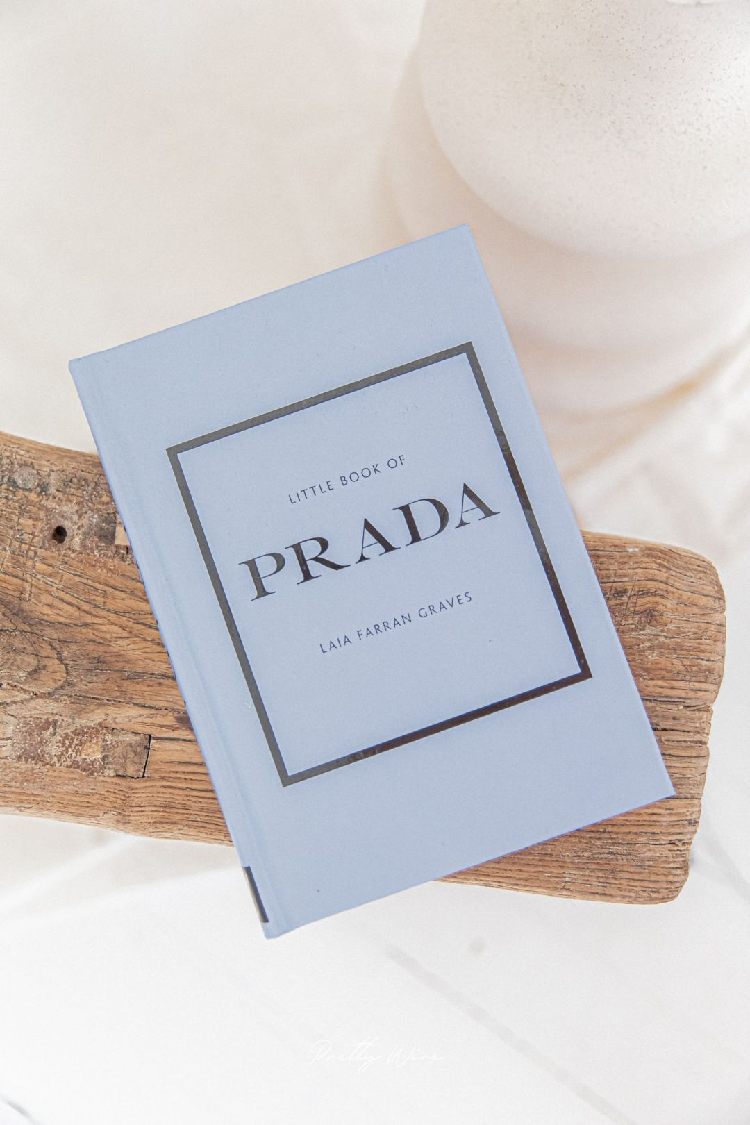Livre Little Book of Prada Lilas
