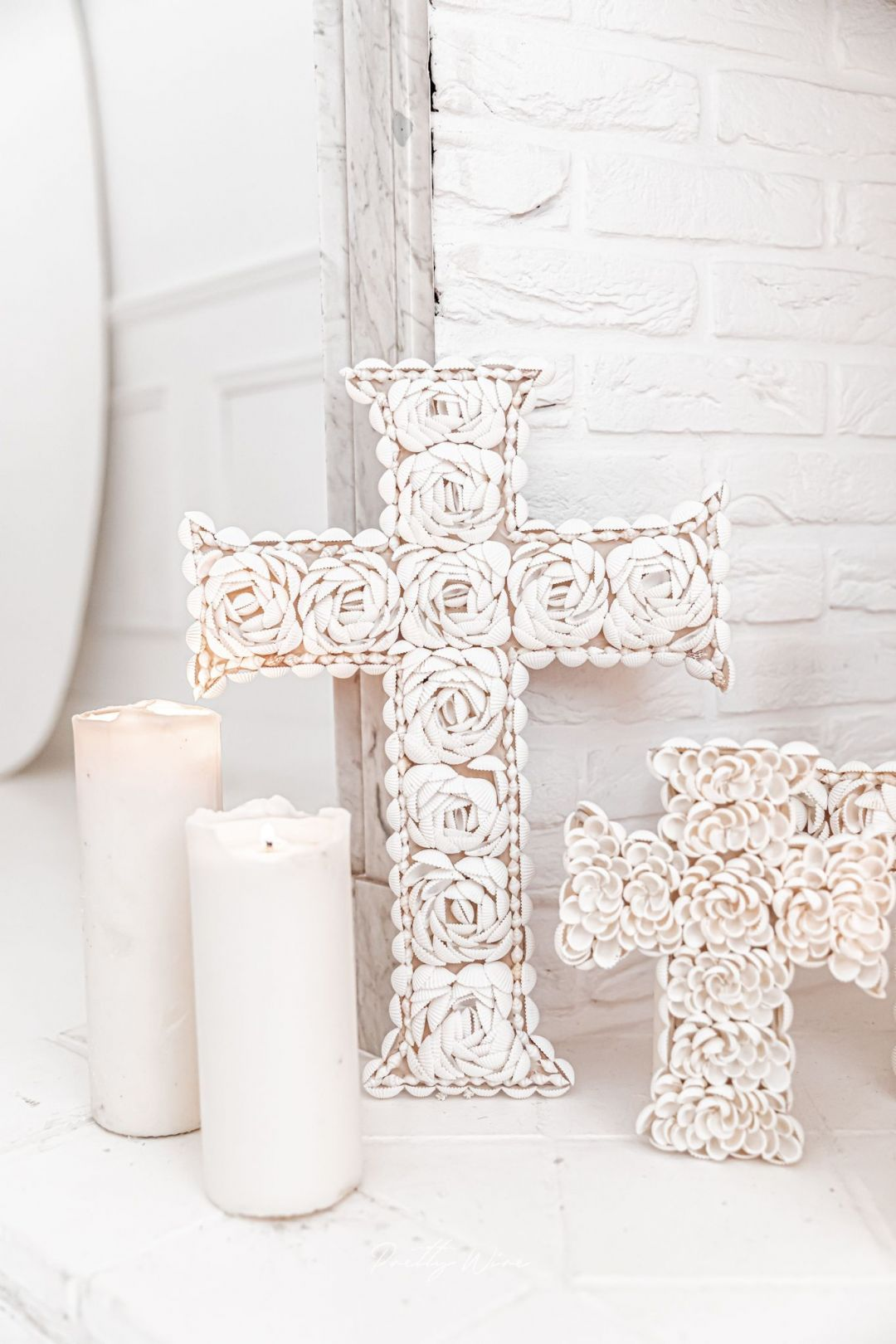 Grande croix en coquillages 42x32cm