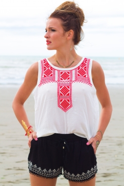 Top tribal broderies rouges