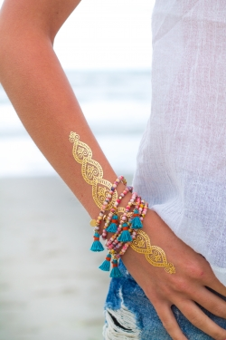 Bracelet pompon bleu pierres semi précieuses
