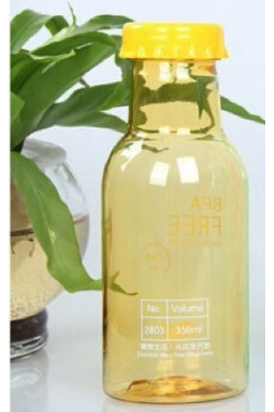 Petite bouteille plastique acidulée jaune pâle 35 cl