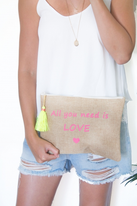 "Grande pochette pompon ""All you need is love"""